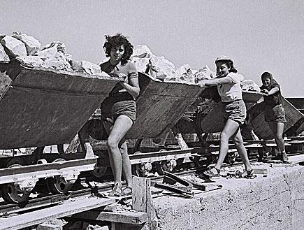 נשים עובדות בארץ ישראל לפני הקמת המדינה (צילום: GPO, GettyImages IL)