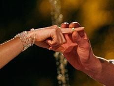 החתן לכלה שם טבעת (צילום: רונן טלקר, פוטוסינטזה)