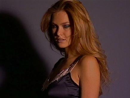 דוגמנית העל בר רפאלי מתוך וידאופדיה (תמונת AVI: חדשות)
