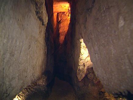 מנהרת הכותל מתוך וידאופדיה (תמונת AVI: חדשות)