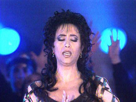 הזמרת עפרה חזה שנפטרה ממחלת האיידס מתוך וידאופדיה (תמונת AVI: חדשות)