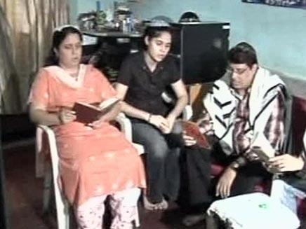 משפחה של הודים יהודים בהודו (צילום: החדשות 2)