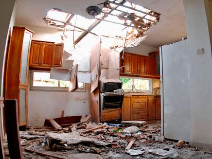 פגיעה בבית בשדרות, ארכיון (צילום: רויטרס)