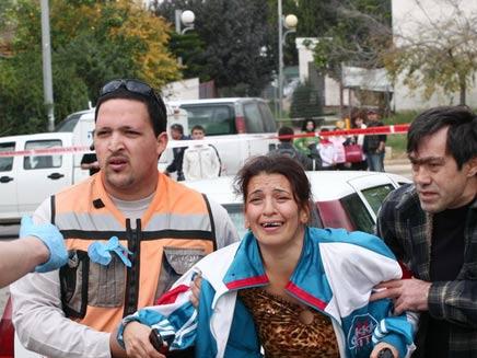 פצועה בשדרות לאחר נפילת קסאם (צילום: איגור קוראוב)