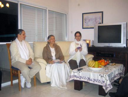 """סדנת """"ברהמא קומאריס"""" (צילום: חנה יוסף)"""