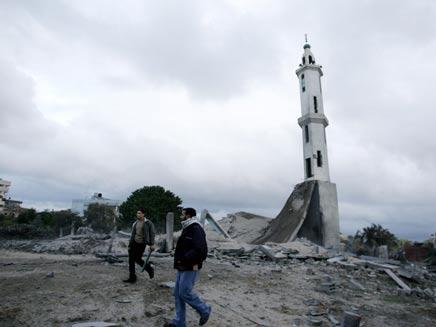 המסגד שהותקף בעזה, אתמול (צילום: חדשות 2)