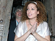 אורלי וילנאי וגיא מרוז בחתונתם (צילום: שוקה)
