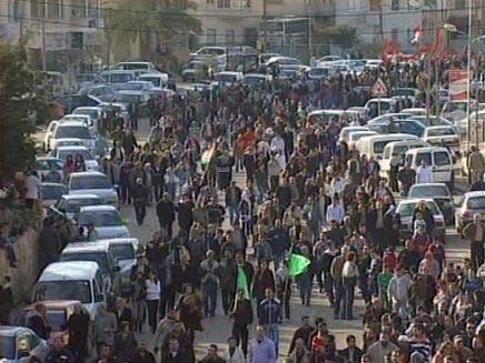 מקצינים עמדות. ערביי ישראל מפגינים, ארכיון (צילום: חדשות 2)