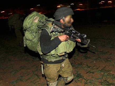 חייל נדקר בשטחים. ארכיון (צילום: רויטרס)