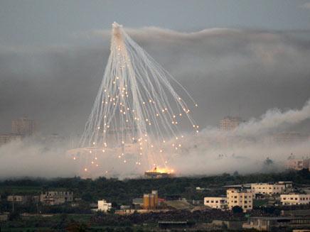 פגז של צהל מתפוצץ בעזה מתקפה קרקעית (צילום: רויטרס)