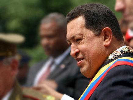 דיוקן הנשיא המנוח צ'אבס בהלוויתו (צילום: רויטרס)