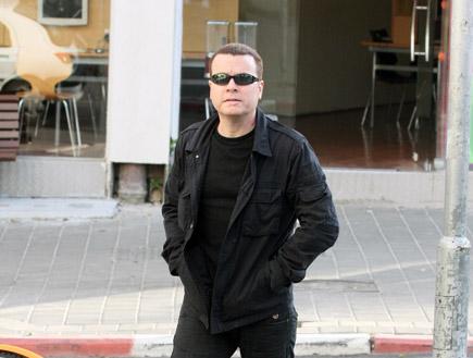 יעקב אילון והדי גור בדרך לרופא, פפראצי (צילום: אלעד דיין)