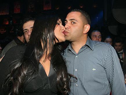 עינב בובליל ואלי בניסטי מתנשקים (צילום: שוקה)