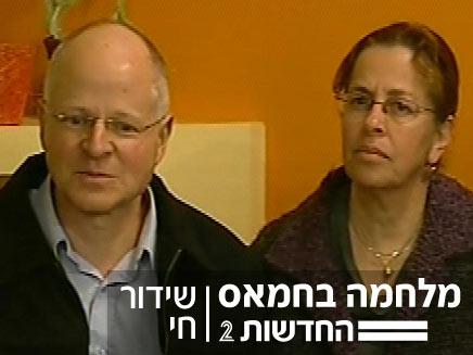 נעם ואביבה שליט במסיבת עיתונאים (צילום: חדשות 2)