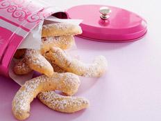 סהרוני שקדים (צילום: פיליפ מטראי, קופסת העוגיות שלי, הוצאת מודן)