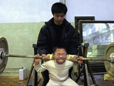 ילד דוחק משקולות (צילום: China Photos, GettyImages IL)