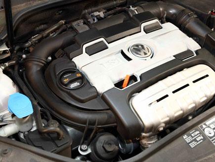 המוסכניקית: הכירי את המנוע שלך (צילום: עודד קרני)