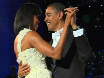 מדגמנים זוגיות? הזוג אובמה (צילום: חדשות 2)