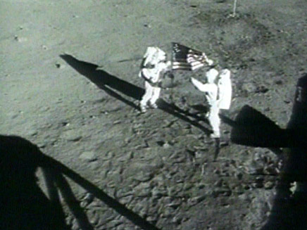 היה, ועוד איך היה. הנחיתה על הירח (צילום: חדשות 2)