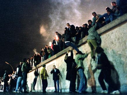 המונים מפילים את החומה, ארכיון (צילום: חדשות 2)