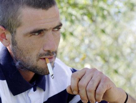 לעשן בכיף בטבע (צילום: Jamie Carroll, Istock)