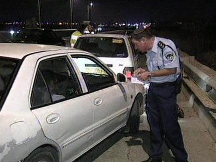 השוטרים פרוסים, אך גם זה לא עוזר (צילום: חדשות 2)