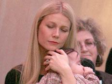 גווינית' פאלטרו ובתה (צילום: Frazer Harrison, GettyImages IL)
