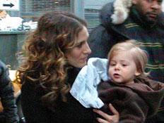 שרה ג'סיקה פרקר ובנה (צילום: Jonathan Fickies, GettyImages IL)