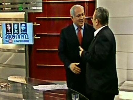 נתניהו וברק מחליפים לחיצות - ועקיצות (צילום: חדשות 2)