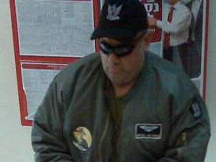 שודד בנק הדואר בצולם במצלמת האבטחה (צילום: חדשות 2)