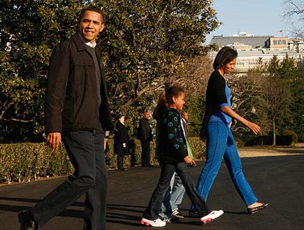 אובמה ומשפחתו אחרי ביקור ראשון בקמפ דיוויד (צילום: Pool, GettyImages IL)