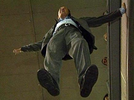 איש מרחף (חדשות 2) (צילום: enex)