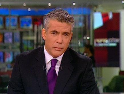 עדכון כותרות החדשות עם יאיר לפיד (חדשות 2) (תמונת AVI: חדשות)
