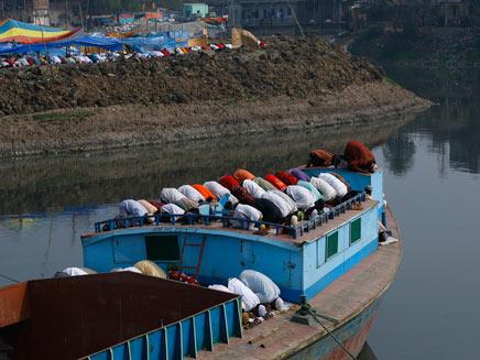 מאות הרוגים בשנה בתאונות מעבורת בבנגלדש. ארכיון (צילום: רויטרס)