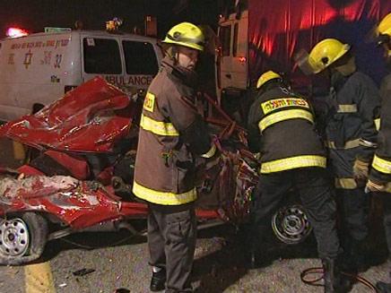3 הרוגים בתאונת דרכים במחלף  ינאי (צילום: חדשות 2)
