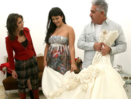 ורד ועינב בובליל מודדות שמלות כלה, דני מזרחי (צילום: שוקה כהן)