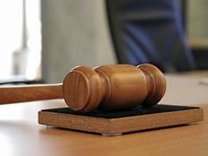 האם השופט חסין מפני החוק? (צילום: Sebastian Duda, Shutterstock)