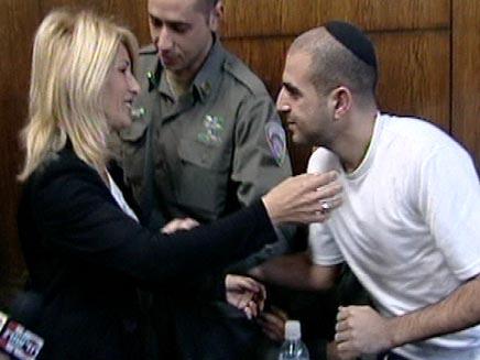 דרור אלפרון ואמו בבית משפט (חדשות 2) (צילום: חדשות 2)