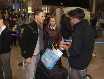 גיא זוארץ ויעל בר זוהר בשדה התעופה, הישרדות 3 (צילום: אלעד דיין)