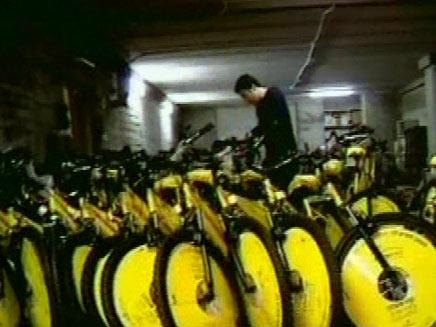 אופניים במתנה מהנגב לתל אביב (חדשות 2) (צילום: חדשות 2)