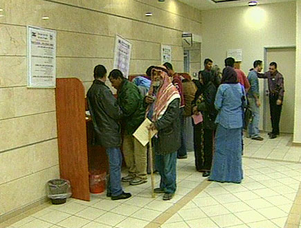 מובטלים בלשכת האבטלה (תמונת AVI: חדשות)
