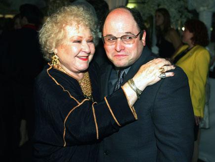 ג'ורג' קוסטנזה ואמא שלו