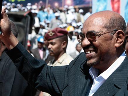 מאיים בתגובה. נשיא סודן עומר אל-בשיר (צילום: רויטרס)