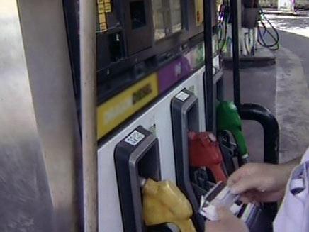מחירי הדלק שוב מזנקים (צילום: חדשות 2)
