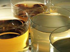 כוסות שתייה מלאות (אימג'בנק - gettyimages) (צילום: Peter Macdiarmid, GettyImages IL)