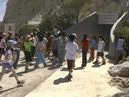 בקרוב: משרד החינוך יסבסד טיולים (צילום: חדשות2)