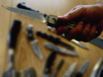 סכינים בדרך לבית הספר. אילוסטרציה (öéìåí: אימג'בנק - gettyimages)