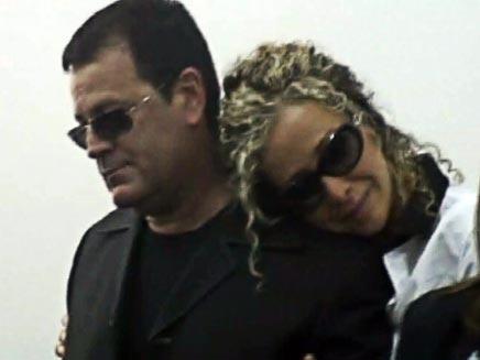 דוקטור ג'קי סרוב ואשתו בבית המשפט (גלעד שלמור) (צילום: חדשות 2)