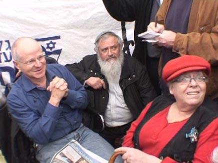 משפחת וקסמן הגיעה לתמוך במשפחת שליט (צילום: חדשות 2)