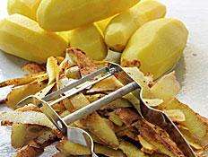 קליפות תפוחי אדמה (צילום: robynmac, Istock)